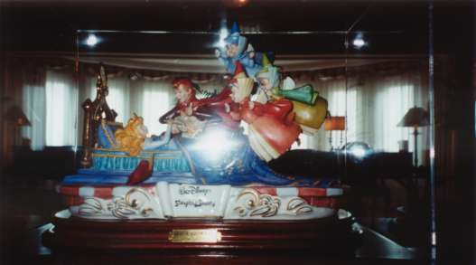 DisneyLand Paris Castle Club and Sleeping Beauty Suite : sb from castle-club.co.uk size 527 x 293 jpeg 16kB